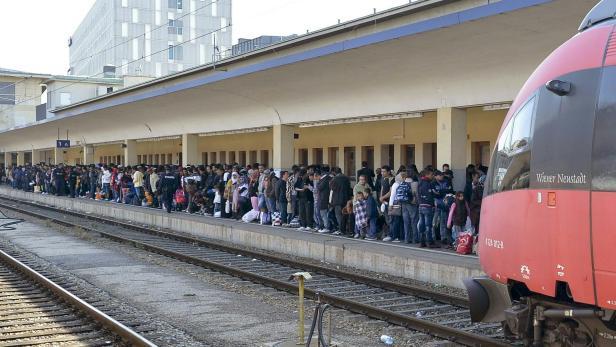 Flüchtlinge am Westbahnhof. Beinharte Kostenrechnung statt gefeierter Solidarität