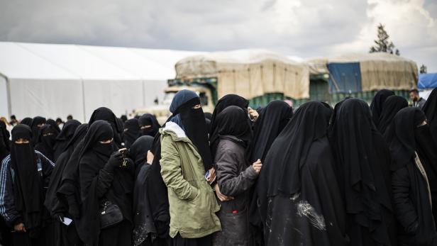 """""""Eine Art Mini-Kalifat"""": Im Lager Al-Hol leben viele Frauen, die noch immer an den Dschihad glauben."""