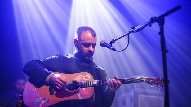 """""""Nur weil ich glücklicher bin, heißt das nicht, dass ich keine guten Lieder mehr schreiben kann."""" Steve Mason live"""