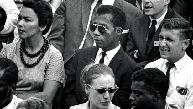 "Autor Baldwin (mitte) in ""I Am Not Your Negro"""