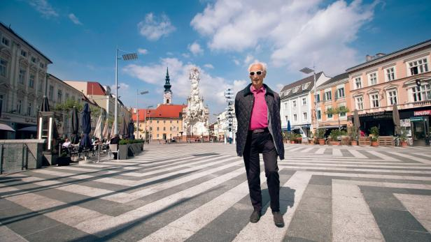 Geliebte Heimatstadt und Ort der Vertreibung: Hans Morgenstern am Rathausplatz in St. Pölten