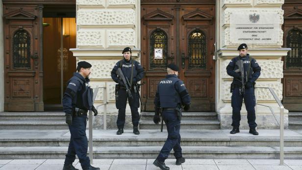 Am Grazer Straflandesgericht findet aktuell der größte Prozess gegen mutmaßliche Dschihadisten in Österreich statt.