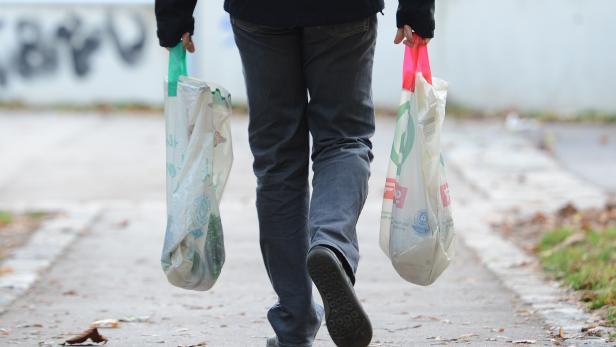 Ausgedient! Ab 2020 werden Plastiksackerln im Handel verboten