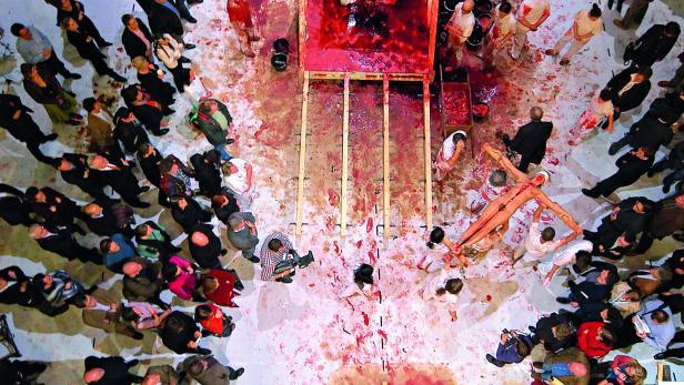 Hermann Nitschs Orgien-Mysterien-Theater im Burgtheater 2005