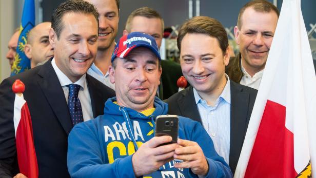 FPÖ Parteiobmann Heinz Christian Strache (li.) und LH Stv. Manfred Haimbuchner beim Neujahrstreffen der FPÖ Mitte Jänner in Wels.