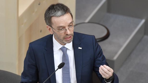 nnenminister Herbert Kickl (FPÖ), anlässlich einer Sondersitzung des Nationalrates zur BVT-Affäre