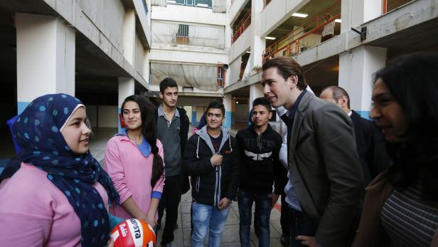 """Außenminister Sebastian Kurz besucht die gemischte Schule """"Ibtihaj Kaddoura"""" im Rahmen eines Arbeitsbesuches im Libanon."""