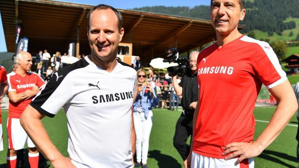 Matthias Strolz (NEOS) und Kanzler Christian Kern (SPÖ) anläßlich eines Charity Fussballspiels beim Forum Alpach