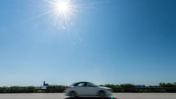 Die geplante deutsche PKW-Maut von 130 Euro pro Jahr wurde abgewehrt.