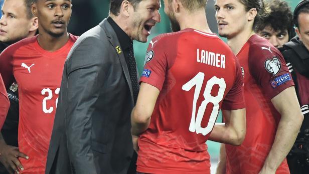 Teamchef Franco Foda und Konrad Laimer jubeln über den 0:1 Erfolg nach dem Fussball-EM-Qualifikationsspieles Slowenien gegen Österreich am Sonntag, 13. Oktober 2019, in der Arena Stozice in Ljubljana.