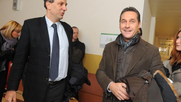 FPÖ-Chef Heinz-Christian Strache (re.) und  Johannes Hübner,  außenpolitischer Sprecher der FPÖ