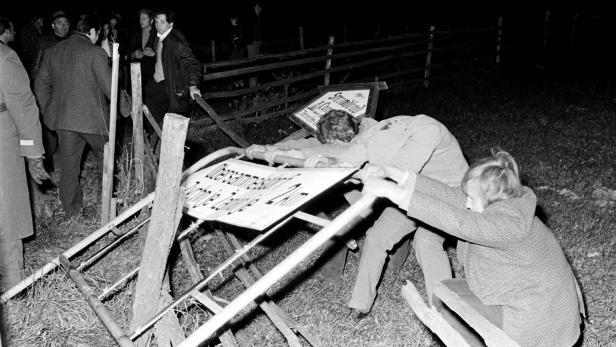 Im Oktober 1972 kam es zum Ortstafelsturm gegen die zweisprachigen Ortsschilder