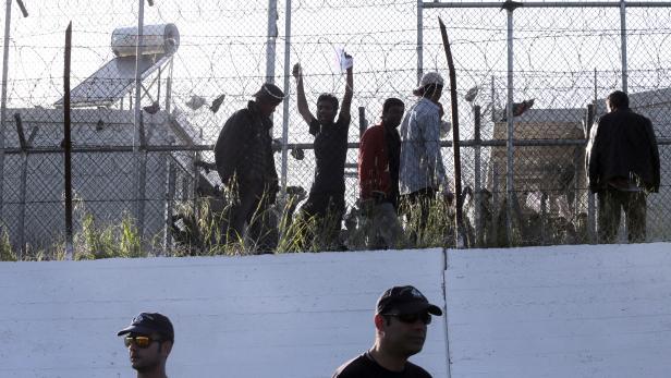 Das eingezäunte Flüchtlingscamp Moria auf der Insel Lesbos.