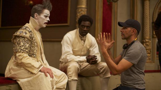 James Thiérrée, Omar Sy, Regisseur Zem (re.)