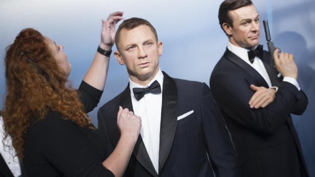 Daniel Craig und Roger Moore als Bond-Wachsfiguren.