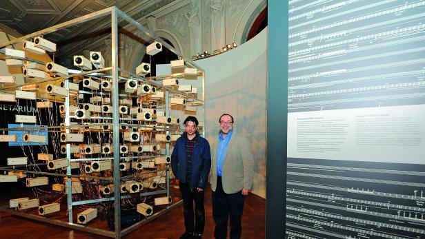 "KOMPONIST WAKOLBINGER, NHM-DIREKTOR CHRISTIAN KÖBERL: Installation ""Expansion of the Universe""."