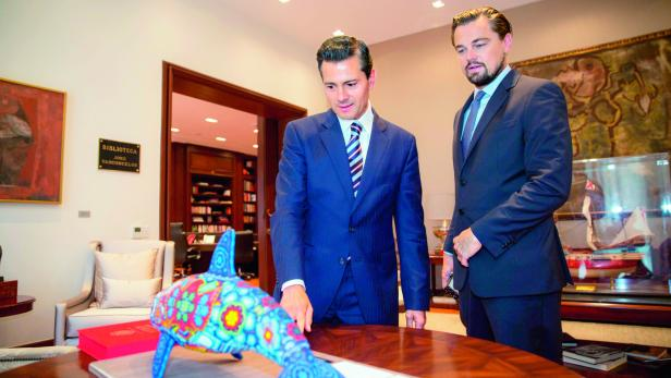 Leonardo DiCaprio mit dem mexikanischen Präsidenten Enrique Pena Nieto (links)