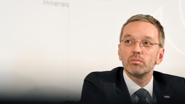 Innenminister Herbert Kickl verändert die Republik - bis zur Unkenntlichkeit und ohne viel Widerstand