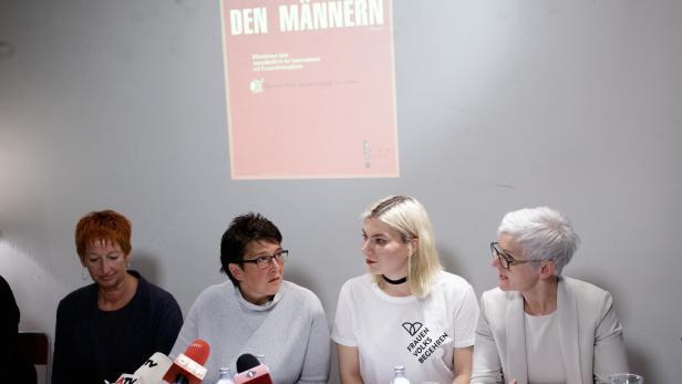 Eva Rossmann (Mitinitiatorin des ersten Frauenvolksbegehrens), Sonja Ablinger (Österreichischer Frauenring), Teresa Havlicek (Frauenvolksbegehren neu) und Maria Rösslhumer (Verein Autonome Österreichische Frauenhäuser)