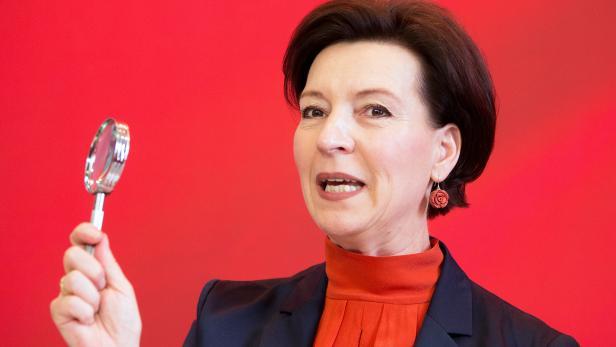 """""""Es ist hoch an der Zeit, dass sexuelle Belästigung, nicht nur am Arbeitsplatz, sanktioniert wird"""", findet Frauenministerin Gabriele Heinisch- Hosek"""