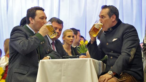 Durst nach Macht. Haimbuchner mit Strache beim politische Aschermittwoch in Ried im Innkreis.