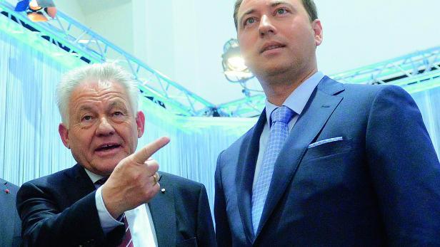 Josef Pühringer und Manfred Haimbuchner bei der TV-Diskussion zur oberösterreichischen Landtagswahl.
