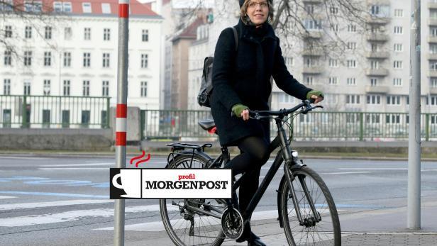 Umwelt- und Infrastrukturministerin Leonore Gewessler (Grüne) gestern am Weg zur Amtsübergabe in ihr Ministerium.