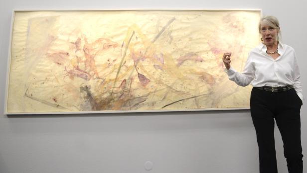 """Martha Jungwirth anlässlich der Eröffnung der Ausstellung """"Martha Jungwirth - Retrospektive"""" in der Kunsthalle Krems im Sommer 2014."""