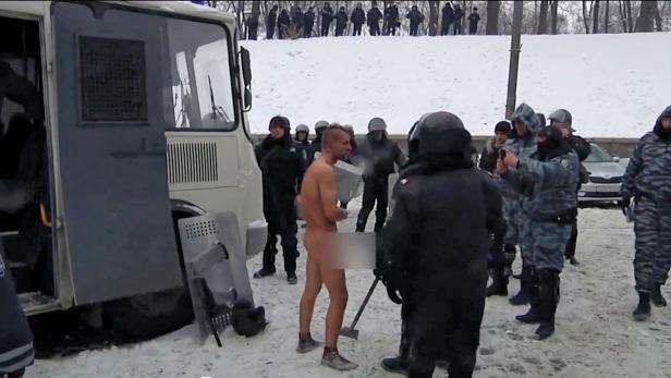 Michailo Gavriliuk  wurde auf dem Maidan von der Polizei nackt im Schnee mishandelt und dabei gefilmt