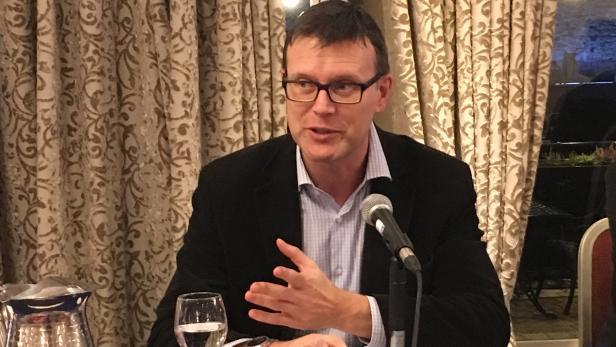 """Giles Portman, Chef der Taskforce East Stratcom, beim Kongress der """"Association of European Journalists"""" (AEJ) im irischen Kilkenny."""