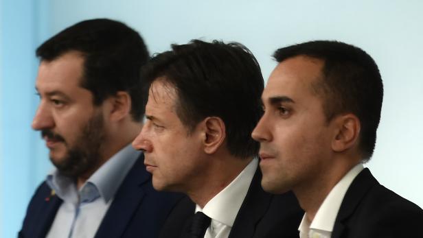 TRIO INFERNALE: Lega-Chef Matteo Salvini, Italiens Premier Giuseppe Conte, Fünf-Sterne-Chef Luigi Di Maio (von links)