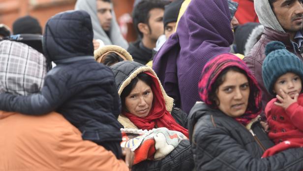 Flüchtlinge an der ungarisch-österreichischen Grenze.
