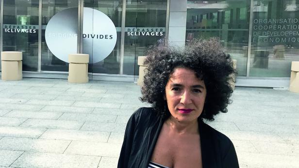 Degirmencioglu vor dem OECD-Gebäude in Paris: 30 Tage zu wenig für die Einbürgerung