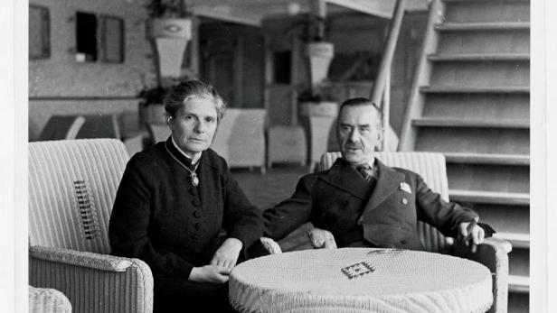 Katja und Thomas Mann auf dem Schiff nach New York, 1937. Mann rief eine Rettungsaktion ins Leben, um Künstlerkollegen aus Europa herauszuholen.