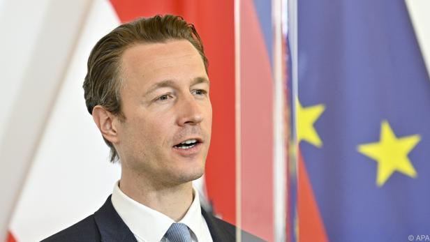 Österreich wird durch Finanzminister Blümel vertreten