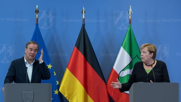 Merkel und Laschet besuchen Flutgebiete