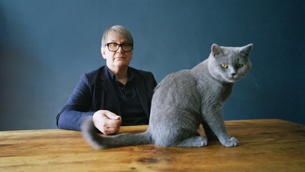 Autor und Musiker Sven Regener mit Katze
